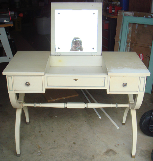 Kindel vanity - BEFORE