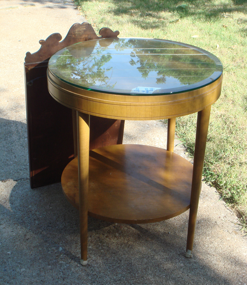 "24"" round table with beveled top"